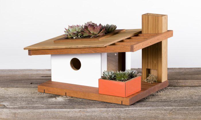 Rodinná firma vyrábí ptačí budky stvary moderních rodinných domů