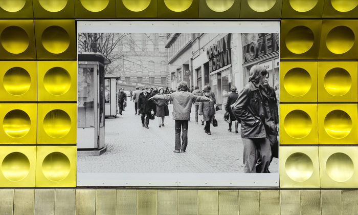 Čtyři stanice pražského metra sestaly veřejnou galerií vystavující fotografie