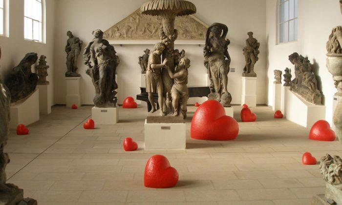 Kurt Gebauer vystavuje vNárodní galerii velkou retrospektivu včetně červených Srdcí