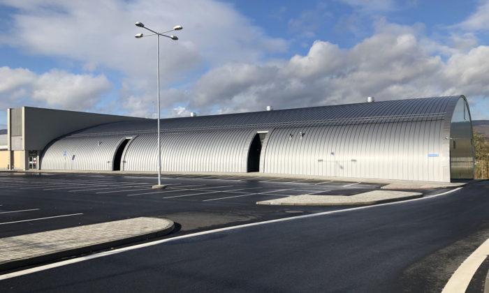 Teplice mají nový zimní stadion sestřechou zohýbaných hliníkových pásů