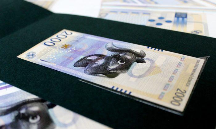 Studenti pražské UMPRUM navrhli nové české bankovky aosobní doklady