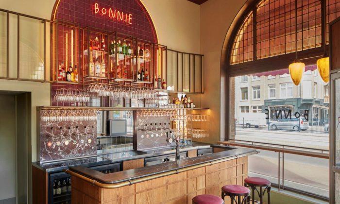 V Amsterdamu proměnili 119 let starou kavárnu nastylový bistro bar Bonnie