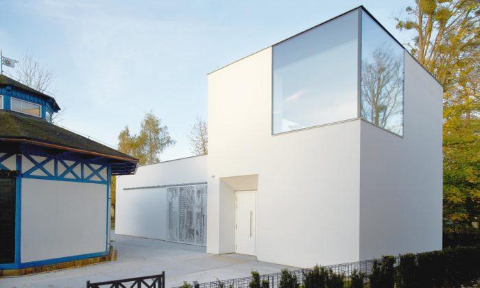 U starého altánu vRožnově pod Radhoštěm vyrostla minimalistická galerie Stage Garden