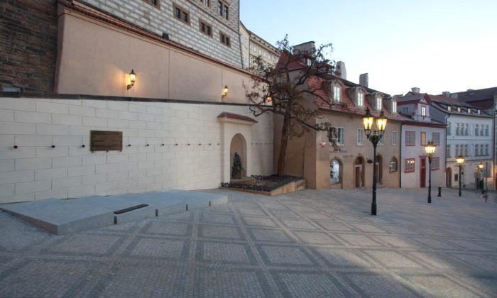 Horní část Nerudovy ulice vPraze dostala modernější adůstojnější podobu