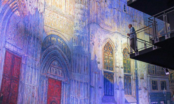 Francie vzdává poctu Monetovi panoramatickou výstavou katedrál vživotní velikosti