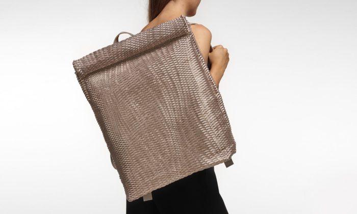 Dorina Varnyú šije tašky zekologických hrozeb jako kabely arybářské sítě