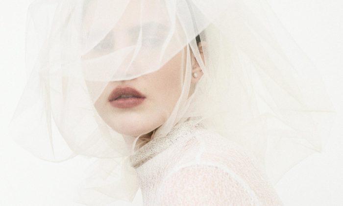 Leeda představuje svatební kolekci zdobenou moderními ručními výšivkami