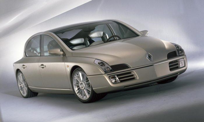 Odvážná limuzína sfuturistickým designem Renault Initiale slaví 25 let
