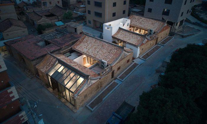 V čínské vesnici opravili tři chátrající staré budovy avestavěli donich moderní bydlení