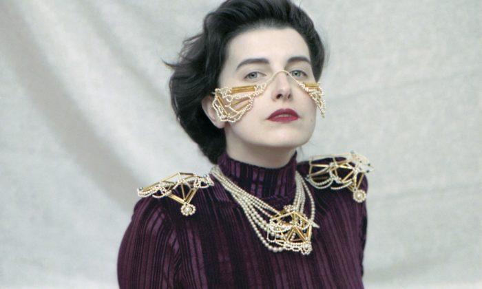 Aňa Jakš navrhla kolekci šperků Skleník vpokoji tvořenou istarožitnými komponenty