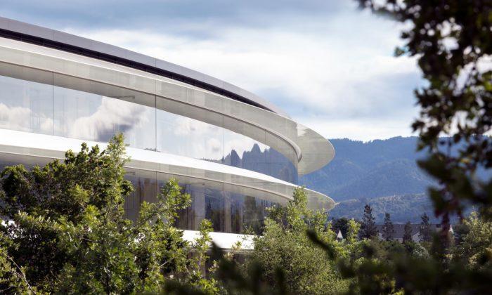 Foster + Partners sepochlubili kompletně dokončeným kampusem Apple Park