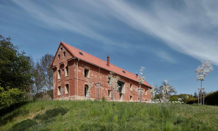 ORA přestavěli ruinu bývalé sýpky vArnoštově narekreační dům
