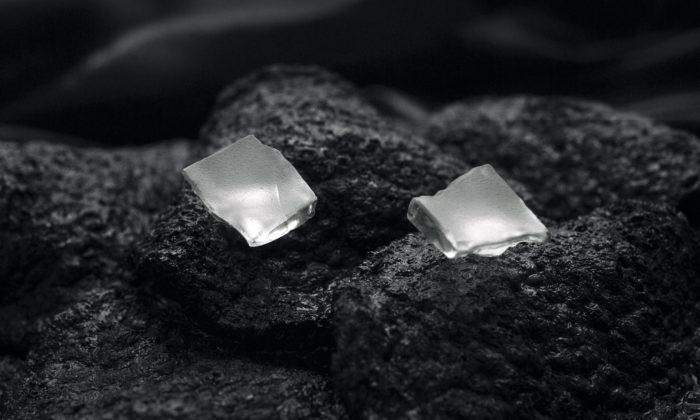 Kateřina Blašková vyrábí neotřelé skleněné šperky sdůkladným brusem