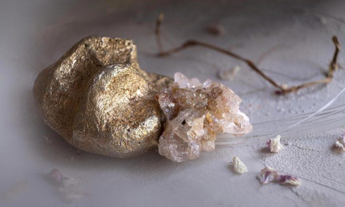 Markéta Mitrová tvoří šperky připomínající podvědomě známé pratvary