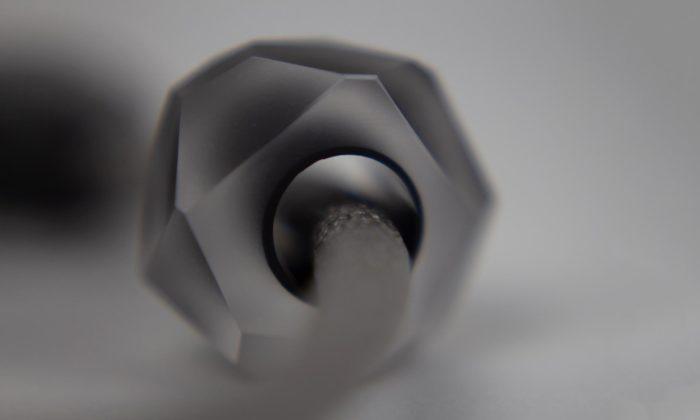 Šárka Bartko navrhuje ručně broušené aleštěné skleněné šperky
