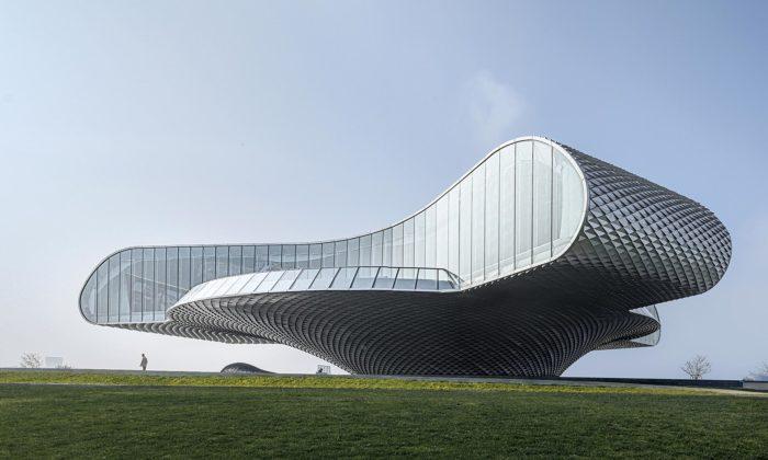 Lacime Architects postavili muzeum umění svenkovním divadlem vetvaru vlny