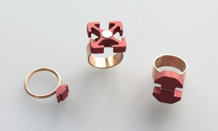 Tomáš Holub navrhl pomocí CAD programů technicistní kolekci šperků Vektor