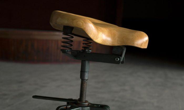 Česká značka Woodcock vyrábí epesní nábytek zrecyklovaného dřeva