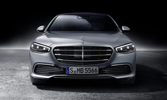 Mercedes-Benz třídy Spřijíždí smodernizovaným designem apřekvapivým interiérem