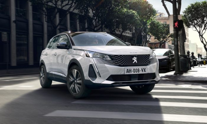 Peugeot dal elegantnější design kompaktnímu SUV 3008 avelkému SUV 5008