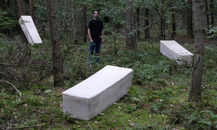 Nizozemský designér vyvinul živou rakev kompostující tělo spomocí podhoubí