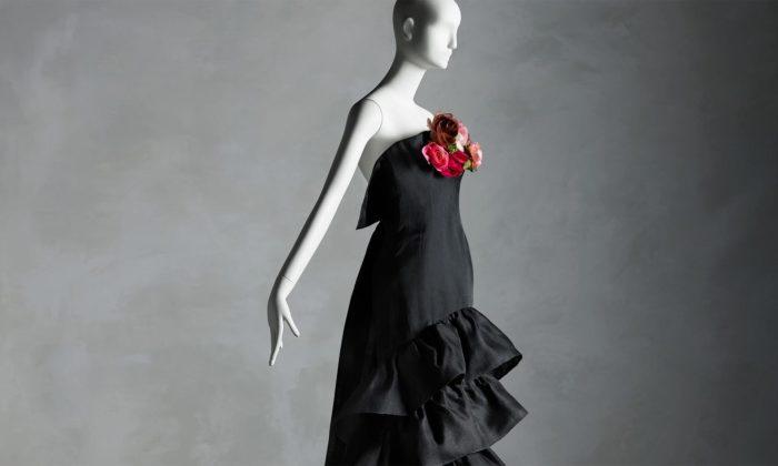 Muzeum Met vystavuje 80 vzácných šatů ze sbírky spisovatelky Sandy Schreier