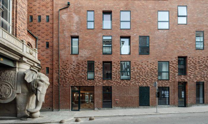 Historický pivovar Carlsberg vKodani seproměnil nanenápadné bydlení zcihel