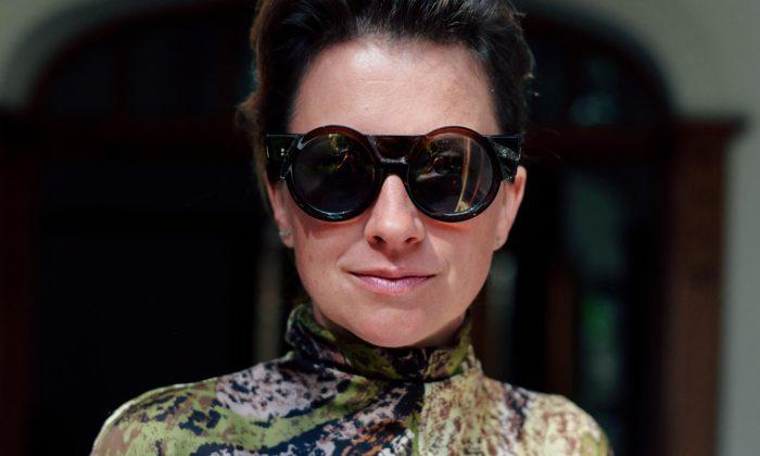 Nastassia Aleinikava navrhla brýle pro první českou prezidentku