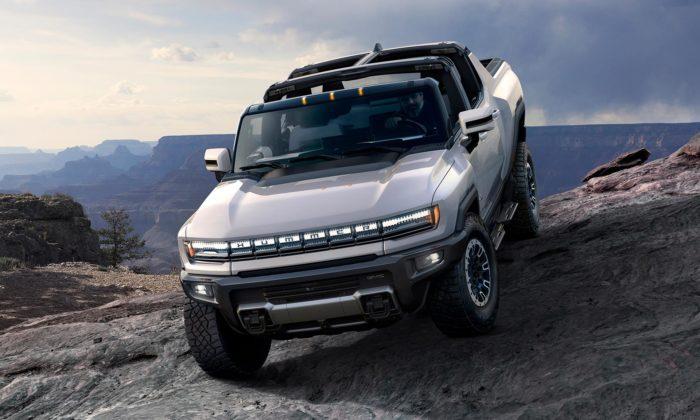 Hummer dostal modernější design sesvítící maskou aelektrický pohon