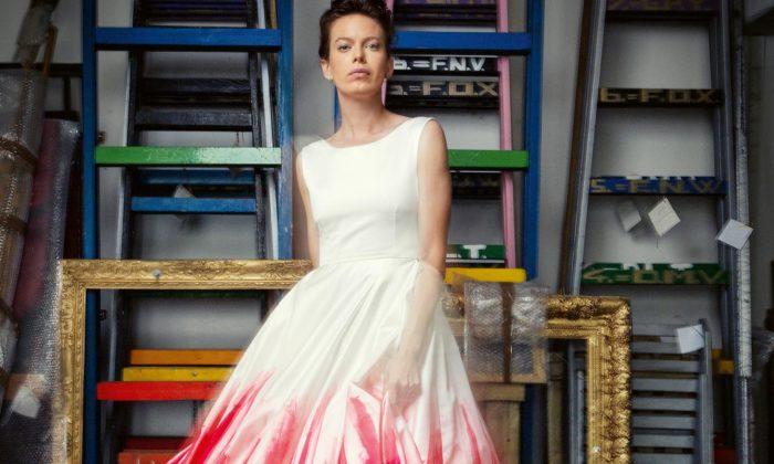 Slovensko vystavuje současné společenské šaty odkoktejlek poplesové šaty