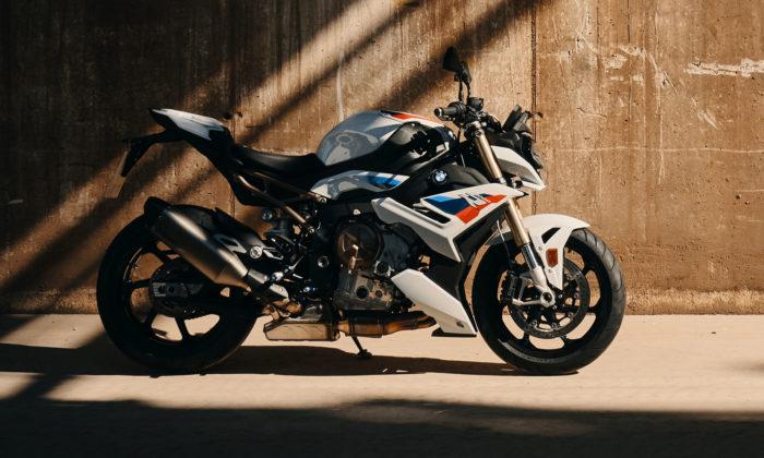 BMW S1000 R jedynamický roadster sjízdními vlastnostmi supersportu