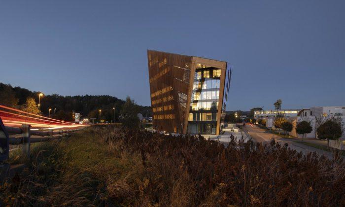 Powerhouse Telemark má tvar otesaného kamene aprodukuje více energie než spotřebuje