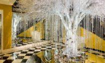 Vánoční strom v hotelu Claridge's na rok 2020