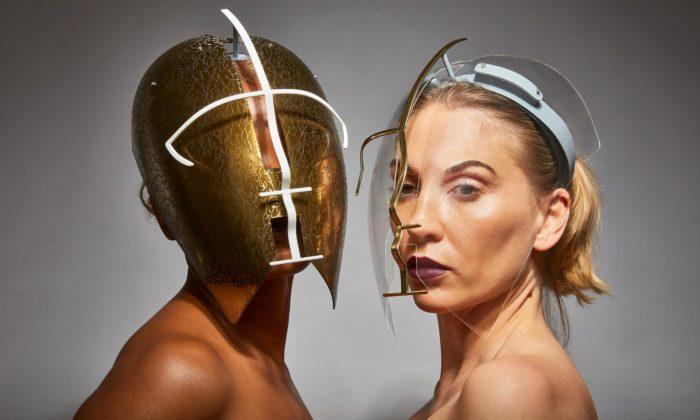 Freedom to Move jsou obličejové masky inspirované zapomenutými technikami