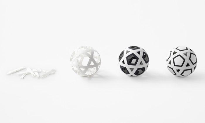 Nendo navrhlo skládací fotbalový míč pro děti nejen zrozvojových zemí