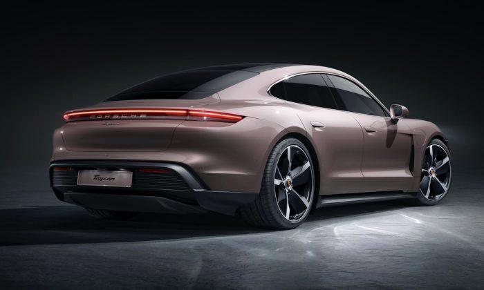 Porsche ukázalo novou základní verzi elektrického sporťáku Taycan
