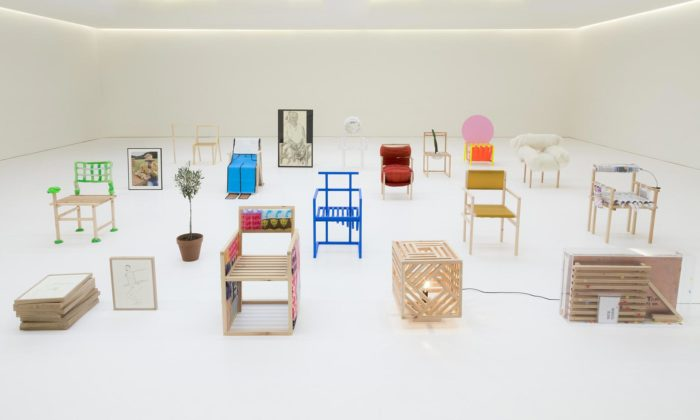 Do charitativní aukce jde 19 extravagantních židlí od19 slavných designerů