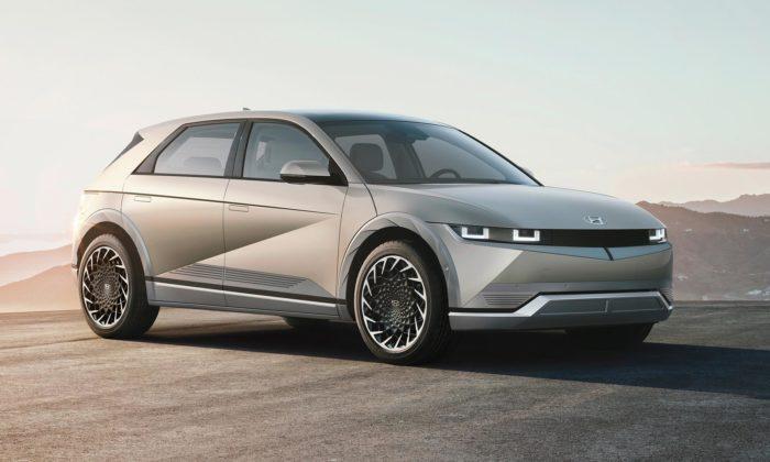 Hyundai představil elektromobil Ioniq 5 kombinující moderní aretro design