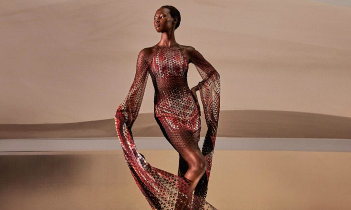 Iris van Herpen použila najarní módní kolekci plast vylovený zoceánů