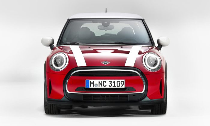 Mini modernizuje tři varianty modelu Cooper adává mu čistší design