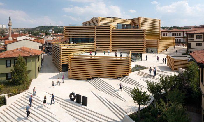 Kengo Kuma postavil vTurecku muzeum moderního umění zdřevěných trámů