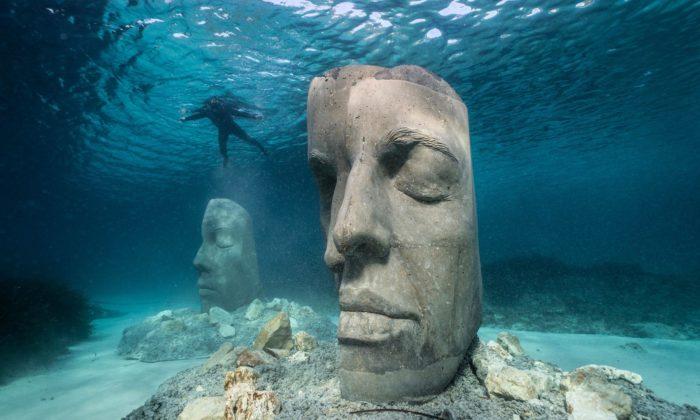 U pobřeží Cannes vzniklo podmořské muzeum sesochami vnadživotní velikosti