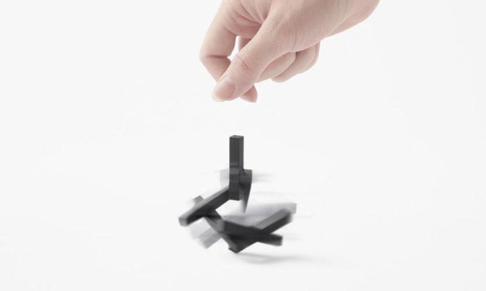 Nendo navrhlo káču Random Top zchaoticky poskládaných tyček
