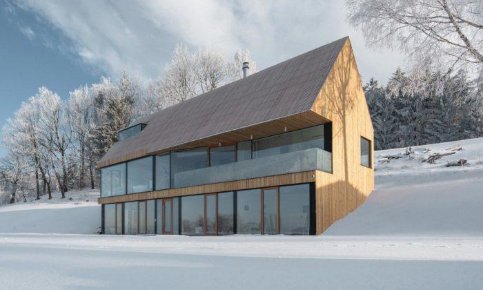 Zdeněk Fránek postavil vpanenské krajině Krkonoš rodinný dům sjednoduchými tvary