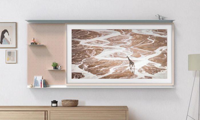 Samsung představil vylepšenou televizi The Frame smožností rozšíření opolice