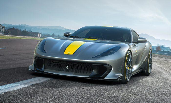 Ferrari ukázalo limitovanou edici nového vrcholného modelu smotorem V12