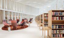 Knihovna vefinském Kirkkonummi odateliéru JKMM