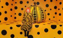 Yayoi Kusama aukázka za výstavy Cosmic Nature