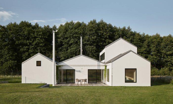 Letní rodinné sídlo veStředočeském kraji jeposkládáno ze čtyř malých domků