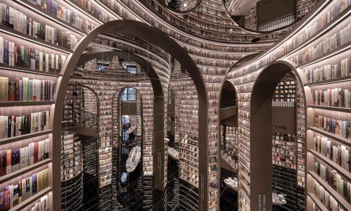 V Chengdu otevřeli knihkupectví soptickou iluzí nekonečnosti